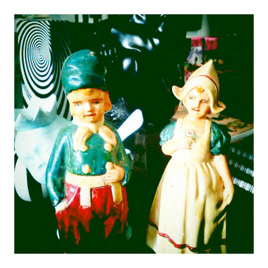 couple1 Old world figurines