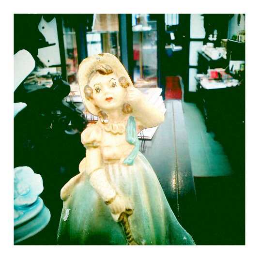 girlie Old world figurines