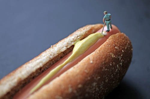 hotdog Mini people in a BIG world